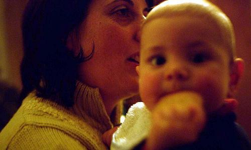 Hogyan hangolódik rá az anya a gyermekére és a gyermek az édesanyjára.
